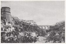 D6010 Castello medioevale in una gravina pugliese - Stampa d'epoca - 1933 print