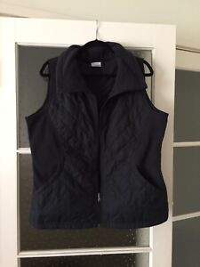 Columbia Womans Vest XL Front Zipper And Pockets Thin But Warm