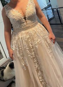 Wedding Dress A Line Floor Length Lace Applique Tulle Bridal Dress Plus Size