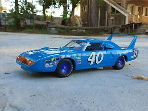 1:18 Plymouth Superbird #40 1970 Pete Hamilton Nascar By ERTL 527 / 1500 pcs