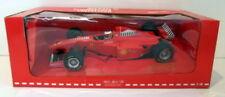 Voitures Formule 1 miniatures jaunes sur Michael Schumacher