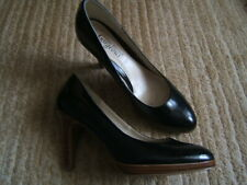 Ladies New Look black patent shoes size 6 (39)