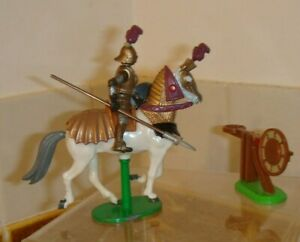 Vintage 1992 Britains mounted knight and target