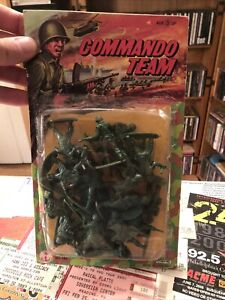 VINTAGE NEW OLD STOCK SEALED HONG KONG ARMY PLASTIC ACTION FIGURES SOLDIERS Read