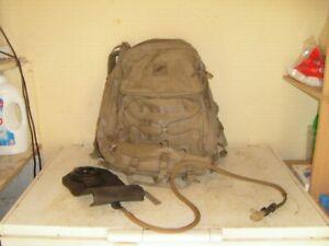 sac a dos coyote armee francaise complet et tres bon etat toutes les fermetures
