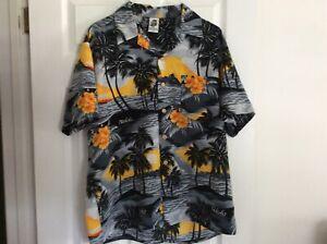 Beautiful aloha Hawaiian shirt..large