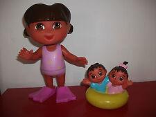 Grande figurine DORA plage palme Grande soeur 19cm avec jumeaux poupée