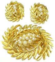VINTAGE 1970S BROOCH & CLIP EARRING SET FAUX PEARL BRUSH GOLD TONE OVAL WREATHS