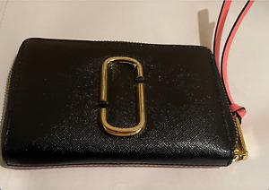 MARC JACOBS Wallet Black Leather, Gold Logo Zip-around..Double J NWOT ! BA
