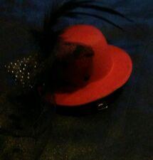 Diseño De Moda Sombrero Rojo el pelo pinza con detalle de plumas y arco