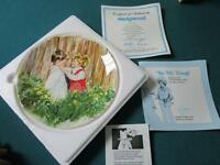 """""""BE MY FRIEND """" BY MARY VICKERS, HAND SIGNED  COLLECTOR PLATE NIB"""