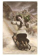 CPA fantaisie Bonne Année Femme et houx sur une luge Sports d'hiver postcard