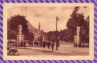 CPA 65 - Lourdes entrée de l'esplanade - la basilique