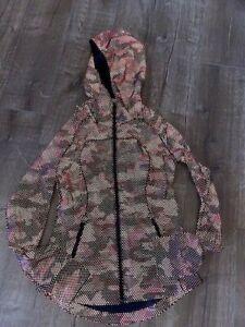 Lululemon Seawheeze Reflective Jacket size 6
