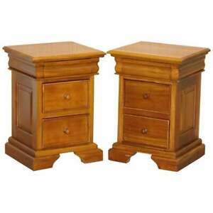 MATCHING PAIR OF LIGHT MAHOGANY BEDSIDE TABLE CHESTS OF DRAWERS PART OF A SUITE