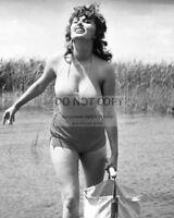 "8X10 PUBLICITY PHOTO BB-114 SOPHIA LOREN /& PETER FINCH IN THE FILM /""JUDITH/"""