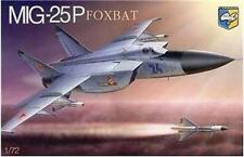 """PLASTIC MODEL AIRPLAINE  MIG-25P """"FOXBAT"""" SOVIET INTERCEPTOR 1/72 CONDOR 7212"""