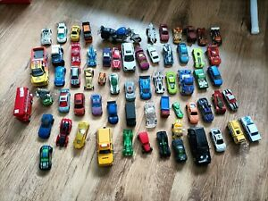 SELECTION OF HOT WHEELS AND ORDINARY TOY CARS IN DIFFERENT COLOURS, OVER 60