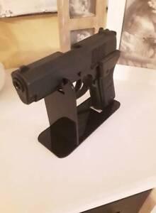 Waffen Pistolen Ständer   Acrylglas Plexiglas Schwarz für Kurzwaffen