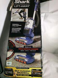 New Shark DuoClean Lift Away Upright Vacuum with Self Cleaning Brushroll UV700