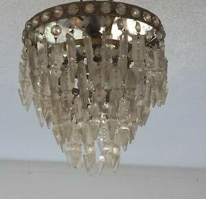 Ancien lustre plafonnier A pampilles en cristal style Montgolfière