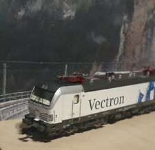 Hobbytrain 2962 N Scale Seiemens Vectron electric locomotive.