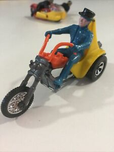 VINTAGE HOT WHEELS RRRUMBLERS 3 SQUEALER MOTORCYCLE YELLOW ORANGE HW  WITH RIDER