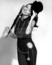 """DIANA RIGG IN THE TV SERIES """"THE AVENGERS"""" - 8X10 PUBLICITY PHOTO (AA-707)"""