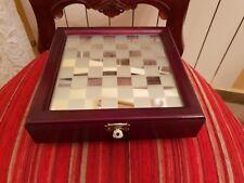 scacchi in vetro con scacchiera
