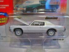Johnny Lightning 1972 Pontiac Grand Prix White Lightning Classic Gold 1:64