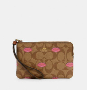NWT/SEALED COACH CORNER ZIP WRISTLET IN SIGNATURE CANVAS WITH LIPS PRINT C3336