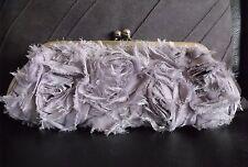 Clutch / Abendtasche / Satin / grau / silber mit Handgelenk- und Schulterkette