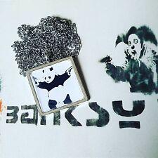 Único Banksy Panda con armas Collar Graffiti Urban Street Art Stencil Bristol