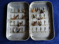 A VINTAGE S ALLCOCK & CO SALMON/SEA TROUT 40 CLIP FLY TIN AND A FEW FLIES