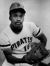 OLD LARGE BASEBALL PHOTO MLB Al Oliver of the Pittsburgh Pirates 1970 2