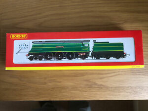 HORNBY R2315 WEST COUNTRY LOCO 'CLOVELLY' 00 Gauge Mint In Box Unused