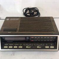 Vintage GE General Electric FM/AM Dual Alarm Clock Radio Model 7-4616A