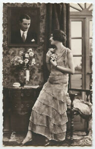 1930s Glamour PRETTY FASHION LADY Young Beauty romance French photo postcard