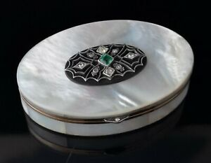 Art Deco Diamond and Emerald snuff box, 18ct gold, Mother of pearl
