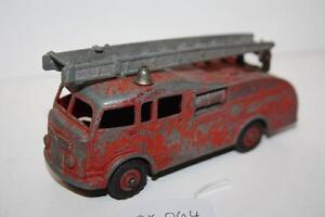 DINKY FIRE ENGINE NO 555  DK059 TRAINGIRL13 QLD