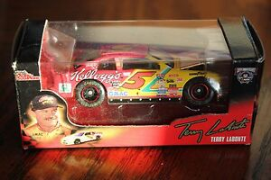 1998 Action #5 Terry Labonte Kellogg's Monte Carlo w/opening hood