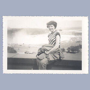 Vintage Nice AMATEUR Photograph 1950s AT NIAGRA FALLS