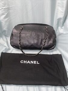 Chanel Cross Grained Leather Cc Logo Leather Chain Shoulder  Bag
