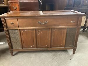 Magnavox Astro Sonic 1960's Stereo/Turn Table Console.