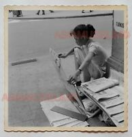 Girl Young Lady Newspaper Stand Central B&W Vintage Hong Kong Photo 香港旧照片 28647