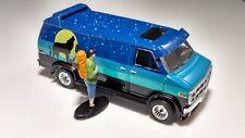 Greenlight  1:64 1983 GMC Vandura Custom Van Rubber Tires Diorama Photographer