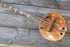 altes afrikanisches Zupfinstrument - aus Holz mit Ziegenfell bespannt