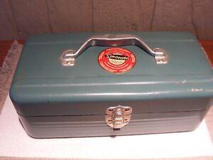 Vintage Metal SIMONSEN TACKLE FISHING BOX Streamline Green ~ Chicago 51, ILL.