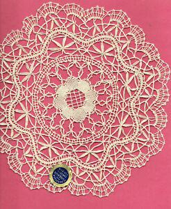 napperon rond  dentelle du PUY  fait main  diam 25 cm (lace handmade)
