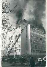 Paris, incendie avenue Matignon Vintage silver print,dans les bureaux de Time-